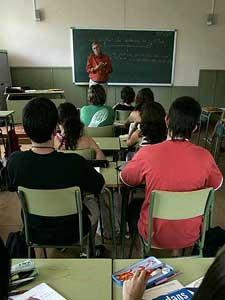 Alumnos del segundo ciclo de ESO en un instituto aragonés en una foto de archivo. Foto: EFE