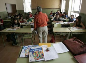 profesor_imparte_educacion_ciudadania1
