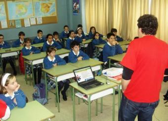 voluntarios_imparten_clases_formar_menores_riesgos_internet1