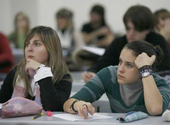 Dos alumnas de la Facultad de Psicología de la Universidad del País Vasco- JAVIER HERNáNDEZ
