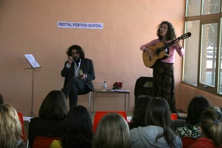 Luis Felipe Alegre de El Silbo Vulnerado ofreció un recital poético con obras de Machado y Lorca. | MIGUEL GARCÍA