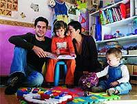 Valeria Mantrano (32 años, licenciada en Filosofía), Lucho López (32 años, licenciado en Filosofía, profesor de Francés), Alma (4 años) y Olivo (9 meses).