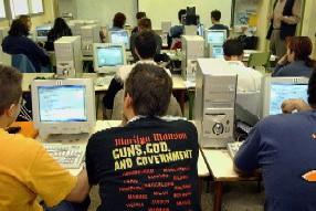 Alumnos de Bachillerato en un aula de informática Foto: E.P
