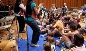 Niños Participan En Un Concierto De 'Jazzeando Con Bebés'.