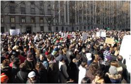 Miles de personas se concentran en defensa de la escuela pública.. A. M. B.