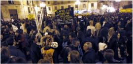 Miles de personas se manifiestan en Valencia contra los recortes presupuestarios en educación. / JORDI VICENT